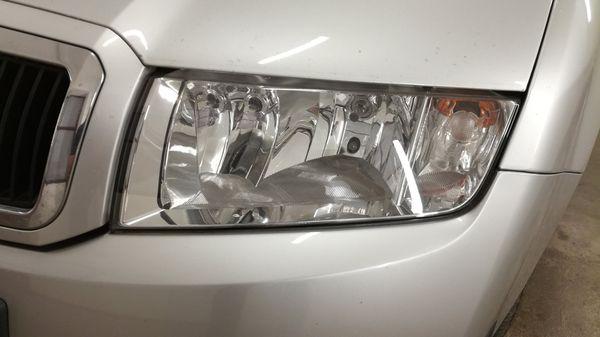 Detailingové služby - Renovace-světlometů-světlomet-po-renovací-a-po-vyleštění-